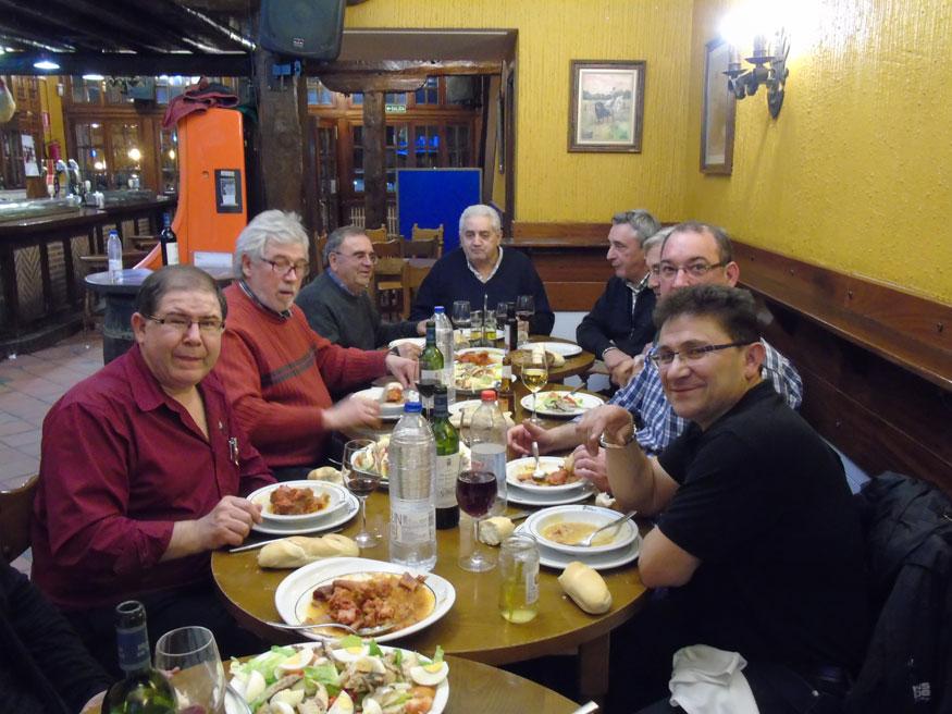 Las tradiciones se mantienen en torno a una buena mesa, en el restaurante Los Mellizos.