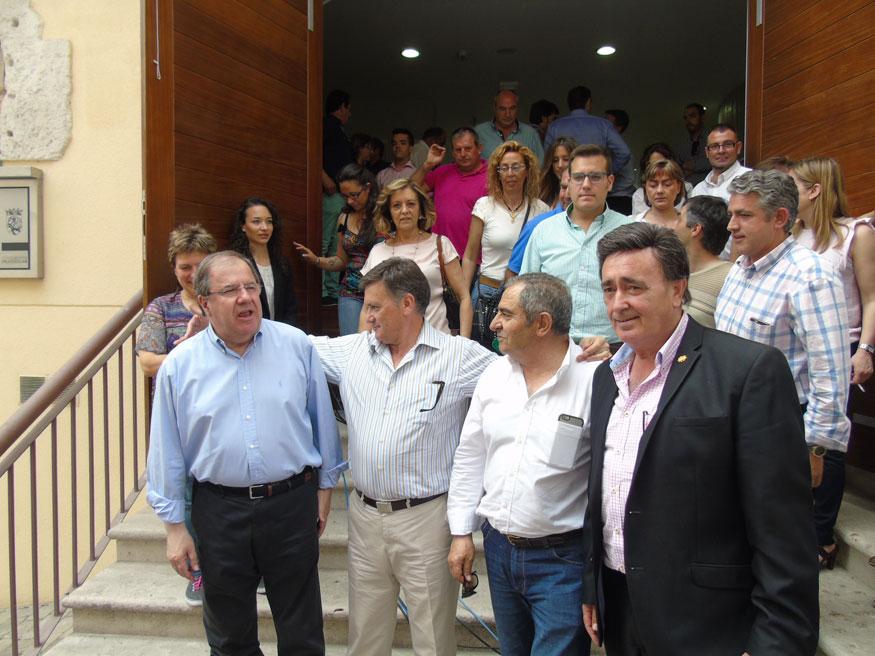 El presidente Herrera a la  salida de la sala Alfonsa de la Torre